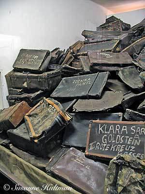 Resväskor i Auschwitz