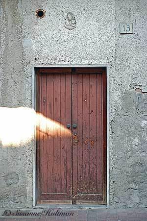 Dörr med madonna