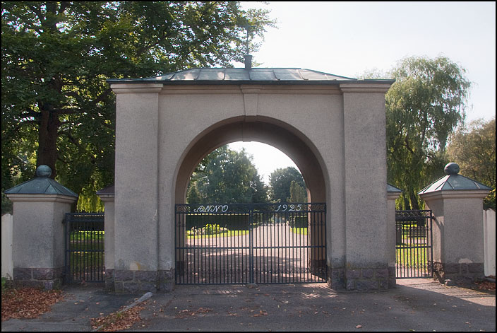 68. Kyrkogården