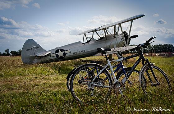 Flygplan och cykel