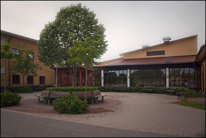 Huvudentrén till Norrevångsskolans högstadiedel