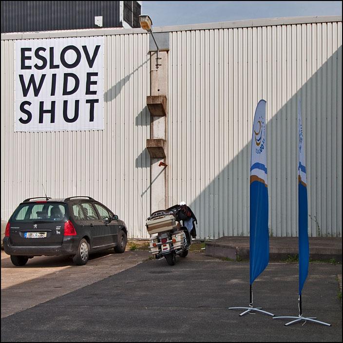 Skylt på Eslov Wide Shut