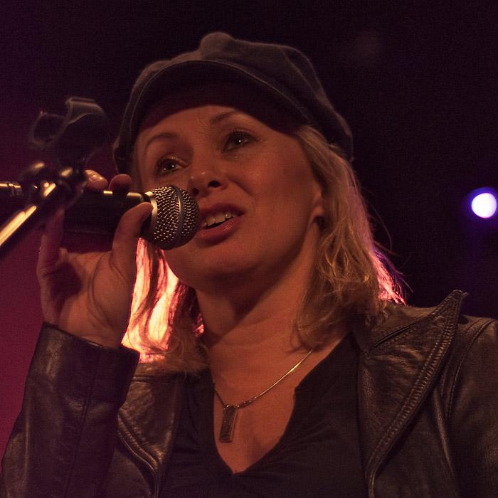 Röd Louise Hoffsten