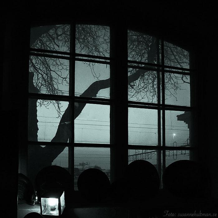 Ett mörkt fönster