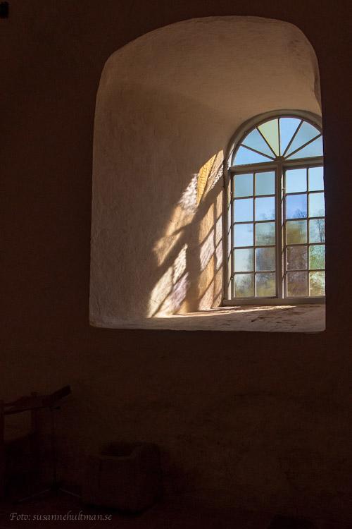 Solbelyst kyrkfönster