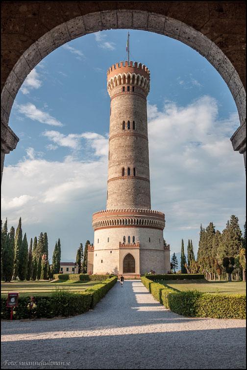 Baksidan av torre San Martino