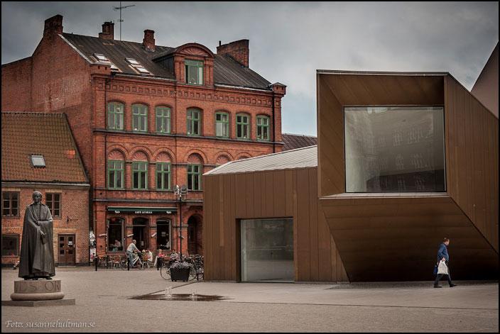 Kvadratiskt fönster på Domkyrkoforum