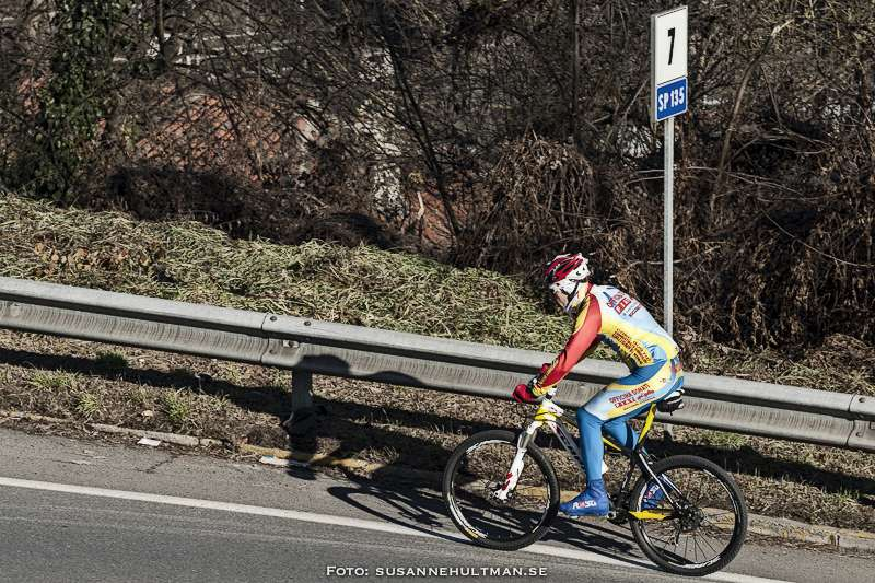 Cyklist i backe
