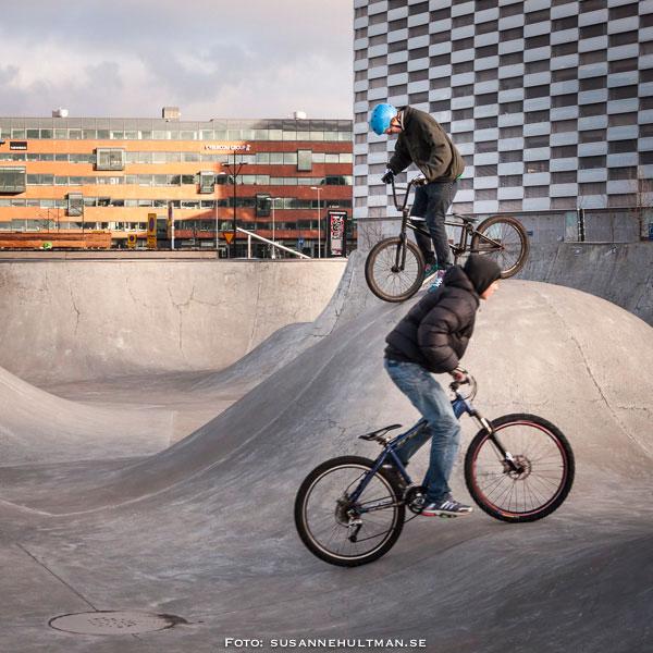 Ett par cyklister