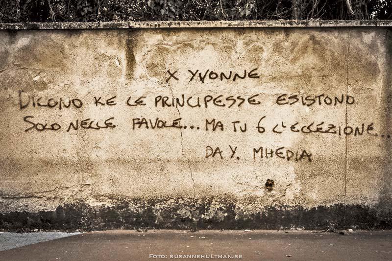 Italiensk text på vägg