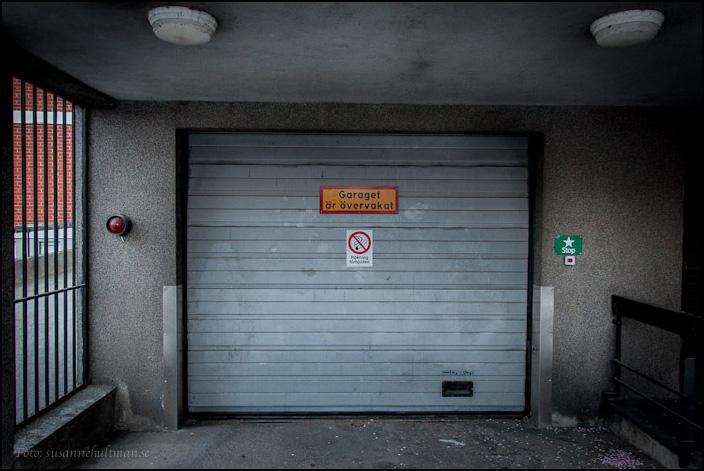 En bevakad garageport.