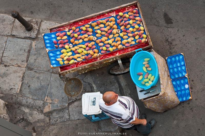 Kaktusfikon i försäljningsvagn