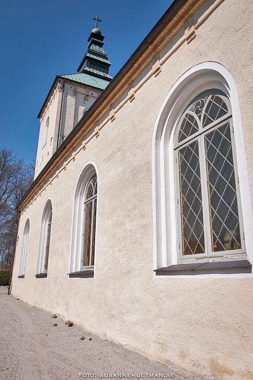 Ena långväggen på Örtofta kyrka