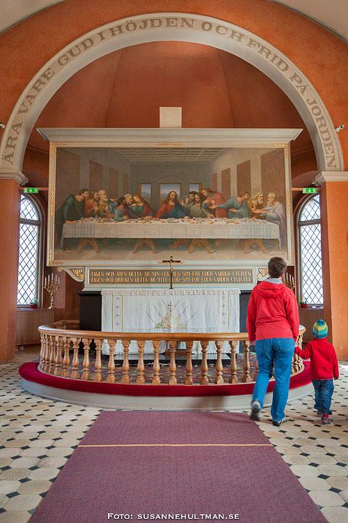 Det vackra altaret inuti kyrkan