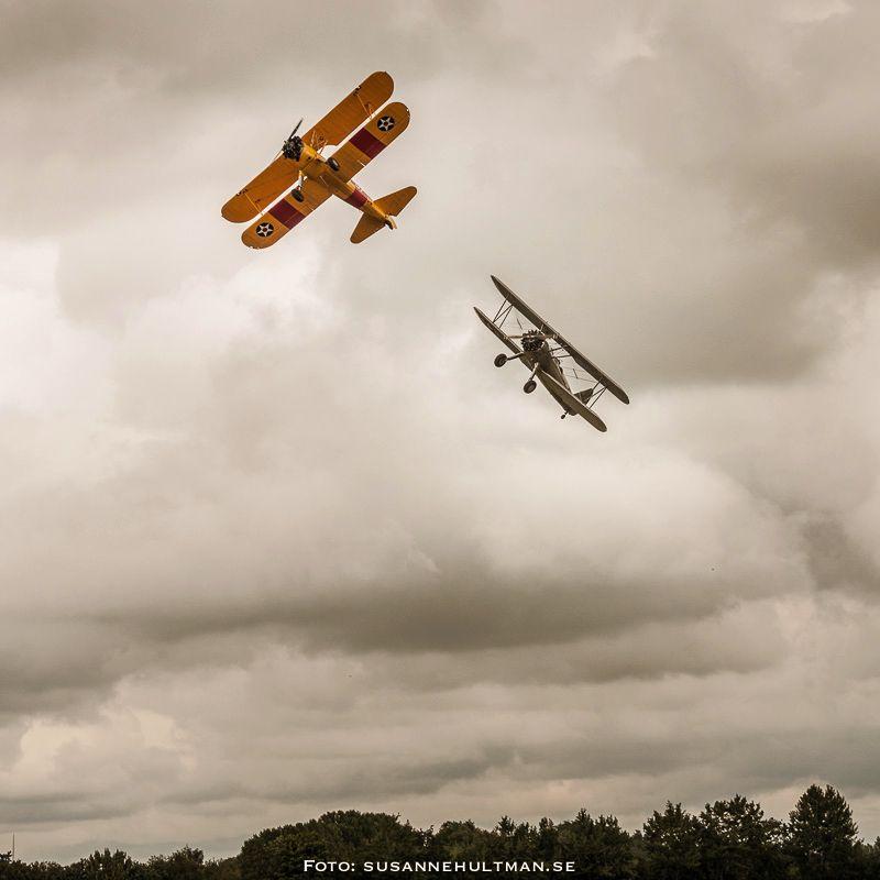 Två flygplan