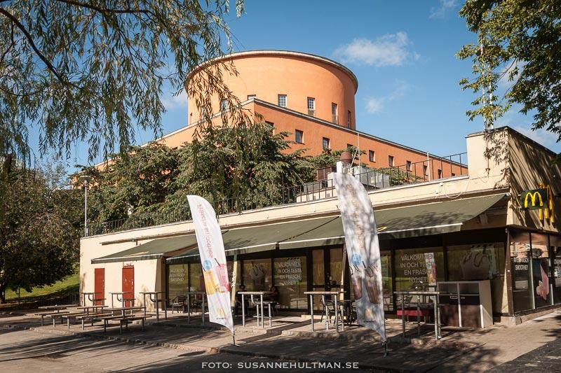 Stockholms stadsbibliotek och MacDonalds