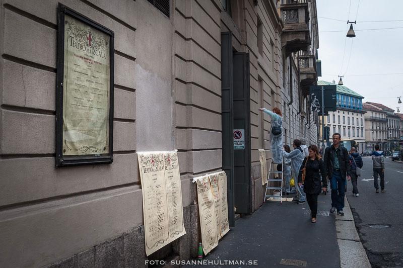Uppsättning av affischer på La Scala