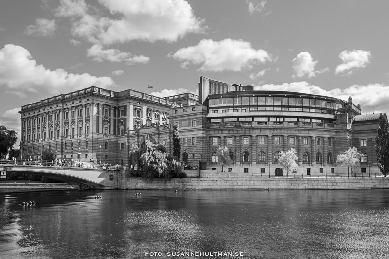 Sveriges riksdagshus och lite av Riksbron