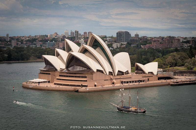 Sydney Opera House från en utsiktsplats vid The Rocks