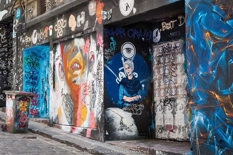 Graffiti med porträtt av Frida Kahlo