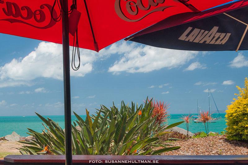 Parasoller med Coca Cola respektive Lavazza