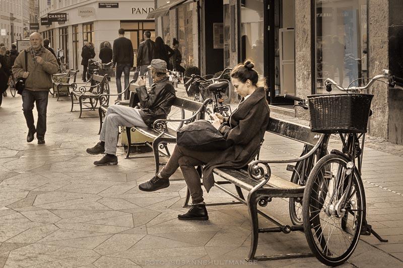 Människor på en bänk