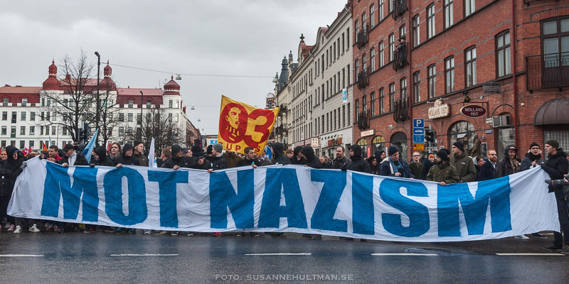 """Banderoll med texten """"Mot nazism"""""""