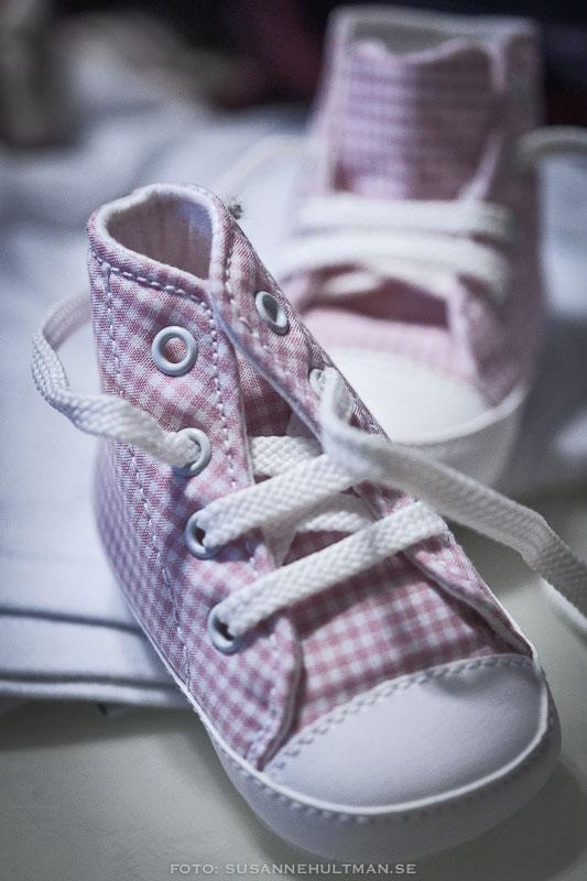 Rutiga små skor med snören