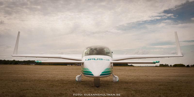 Flygplan med texten OPUS-3