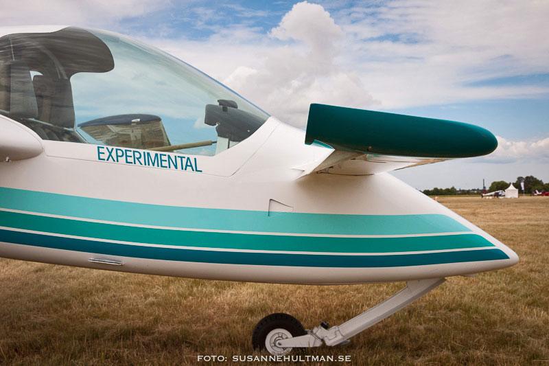 Flygplan med texten Experimental