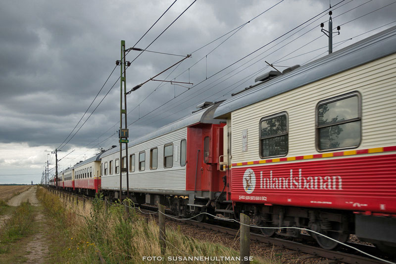 Tåg med texten Inlandsbanan