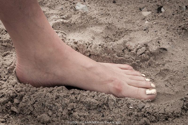 Naken fot i sand
