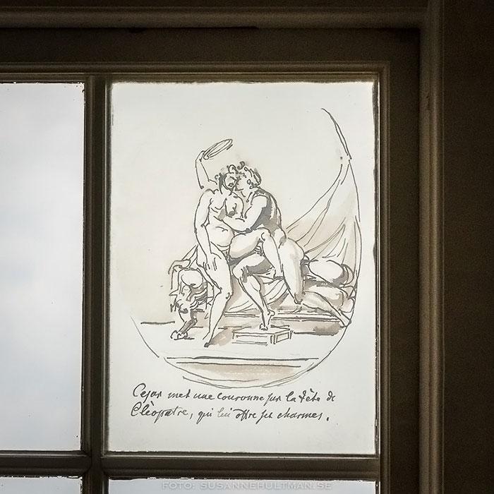 Närbild på dekoration med sexuellt motiv.