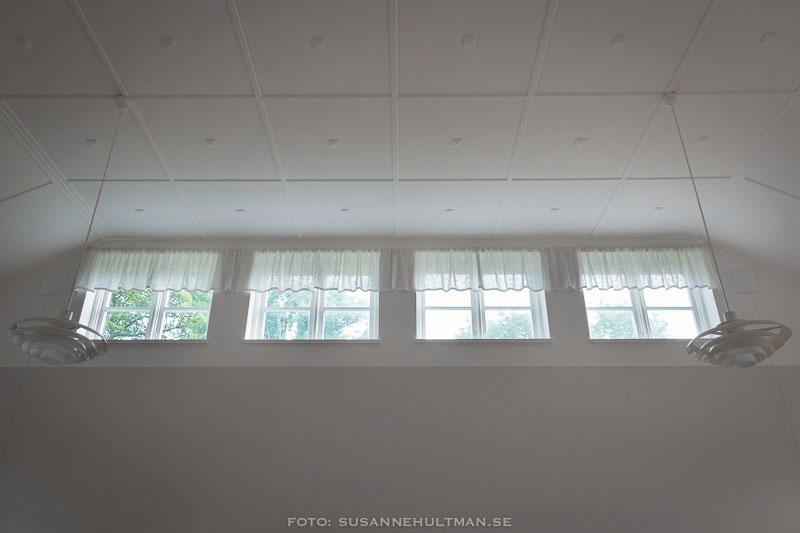 Fyra vita fönster