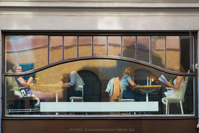 Fönster in mot café