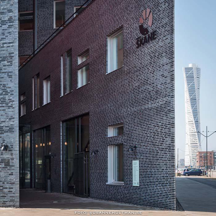Region Skånes byggnad med Turning Torso i bakgrunden