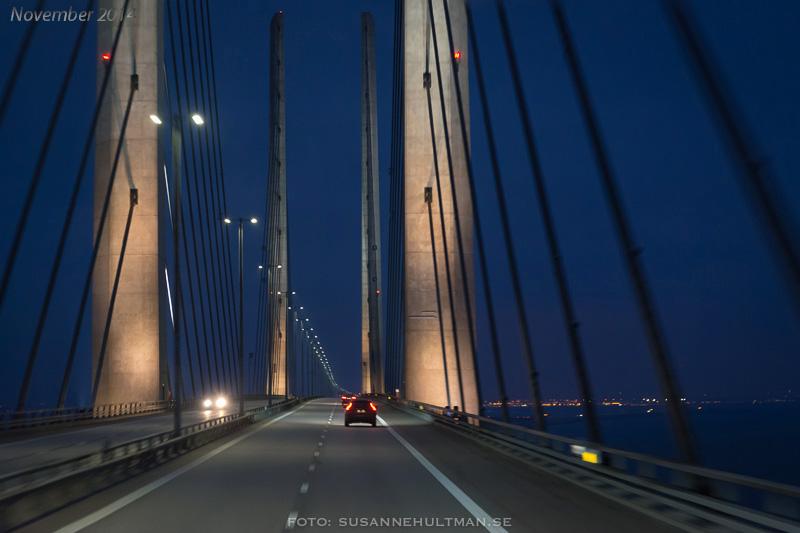 Öresundsbron i morgonljus.