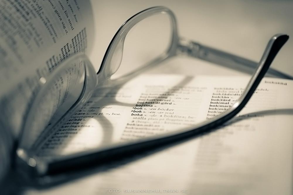 Bok och glasögon