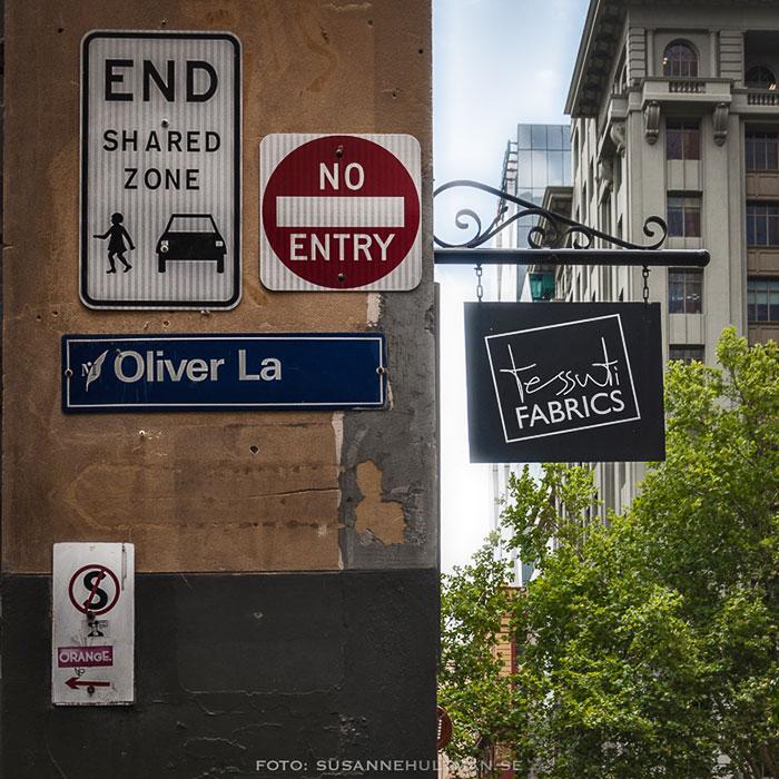 Blandade skyltar i Melbourne