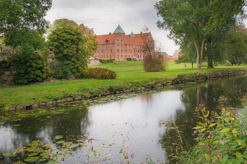 Skarhults slott vid vatten