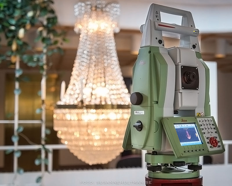 Leica totalstation mäter in en kristallkrona