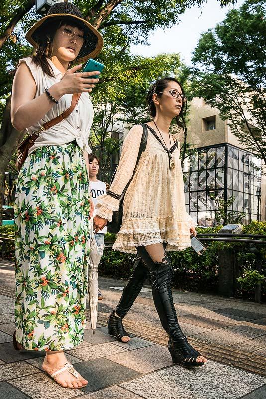 Kvinnor på Tokyos Champs Elysée
