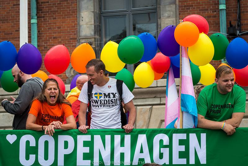 """Ballonger, människor och banderoll med """"Copenhagen"""""""