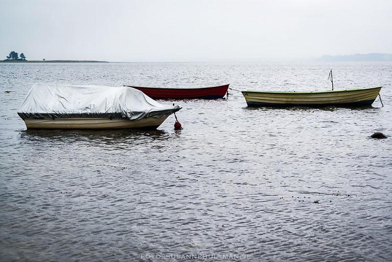 Tre båtar på vatten
