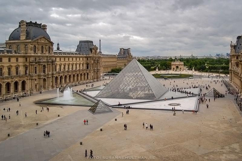 Pyramiden vid Louvren