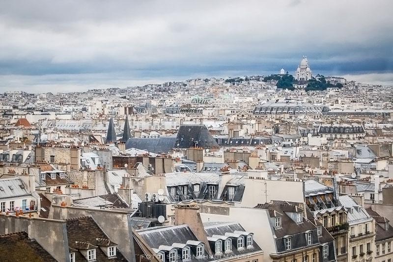 Utsikt över tak och Sacre Coeur.