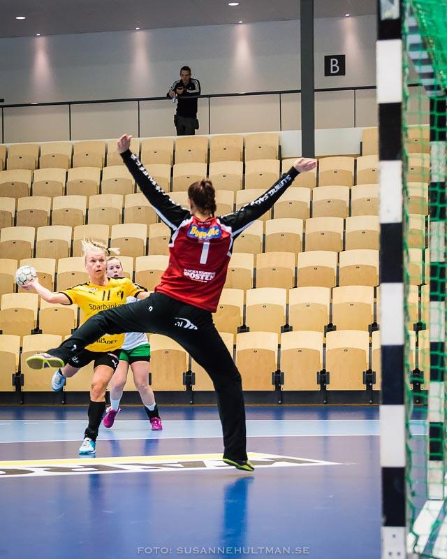 Ida Kellokoski-Adamsson skjuter på mål