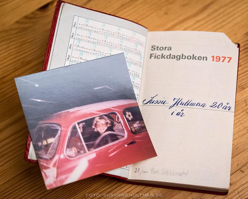 Kalender och foto av mig i bilen