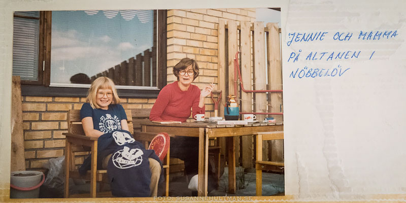 Foto på mamma och lillasyster