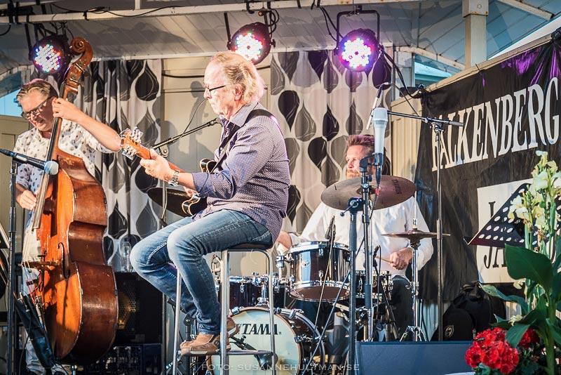 Tre musiker på scen